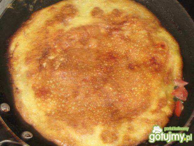 Omlet z pomidorem i natką
