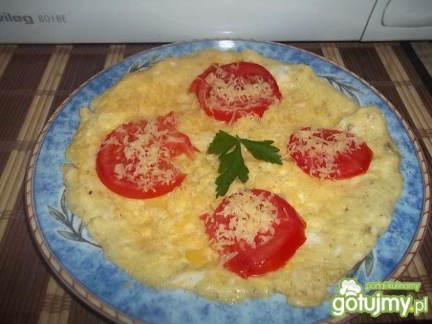 Omlet z pomidorem i serem