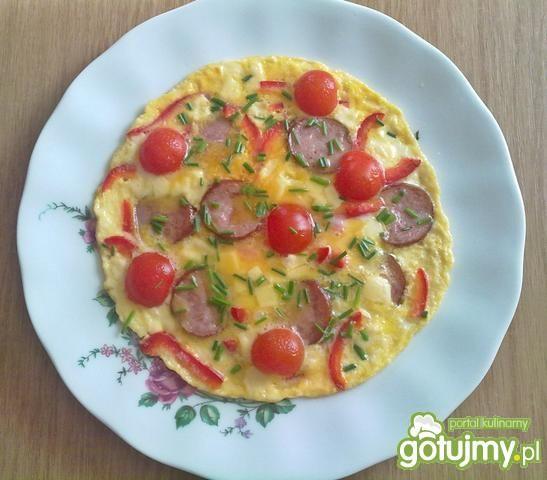 Omlet z pomidorkami i serem
