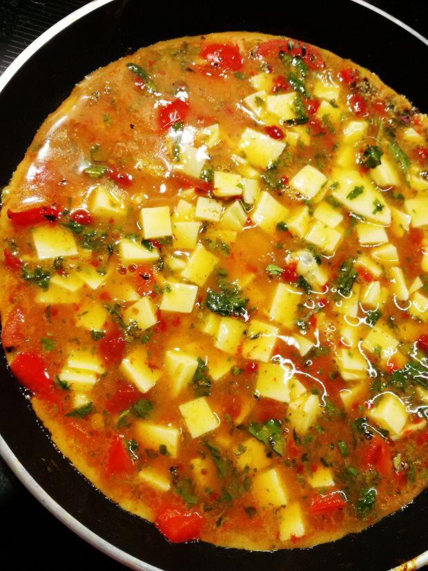 Omlet z serem i pomidorami