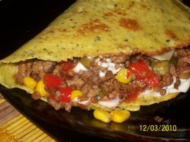 omletowy naleśnik z mięsem mielonym
