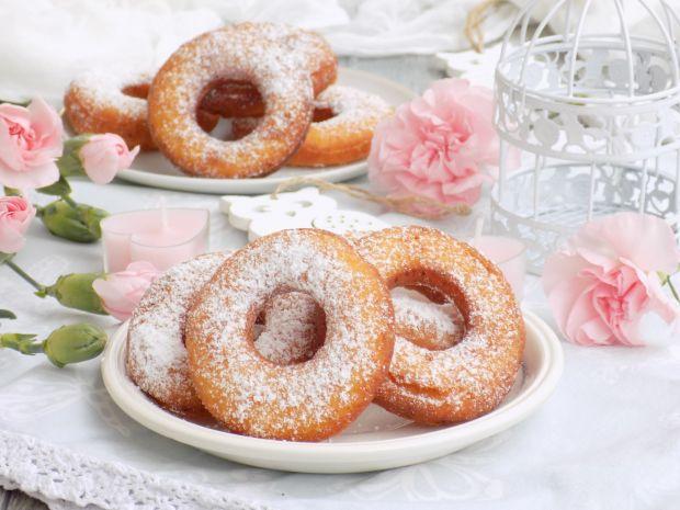 Oponki twarogowe oprószane cukrem pudrem