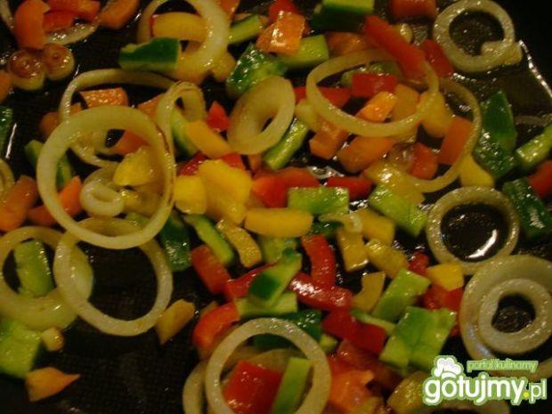 Opuncja z warzywami i jajkiem sadzonym