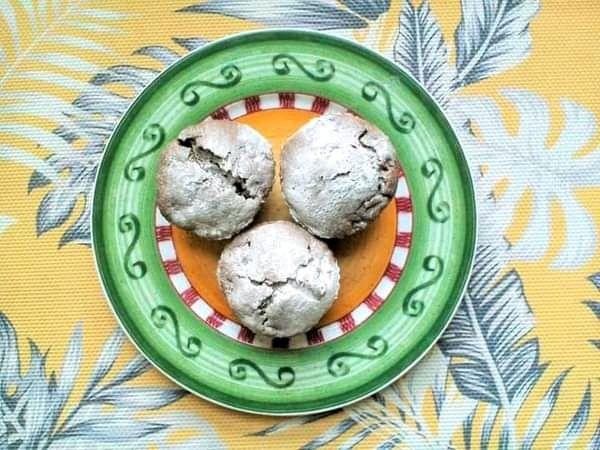 Orkiszowe babeczki kakaowe z jabłkiem na kefirze
