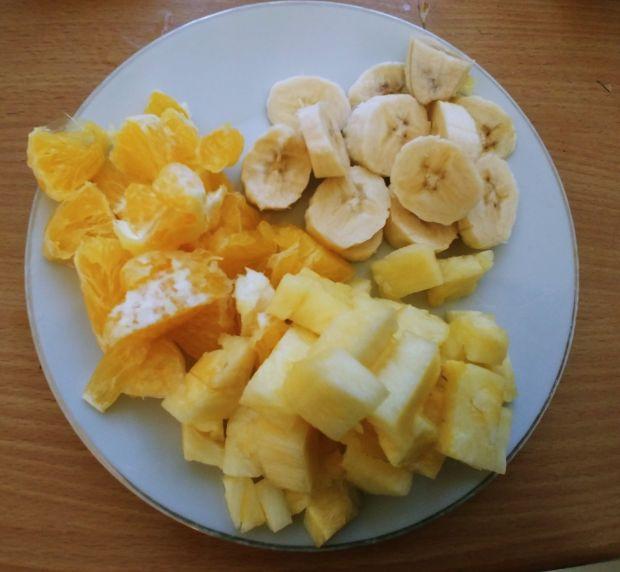 Orkiszowe placki naleśnikowe z serem i owocami