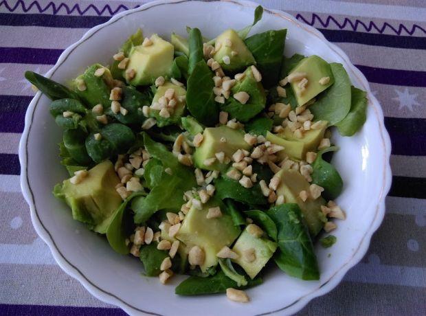 Orzechowa zielona sałatka