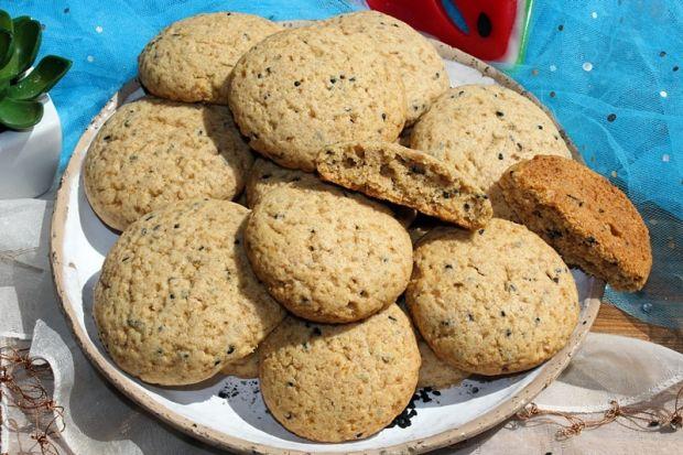 Orzechowe ciasteczka z czarnuszką
