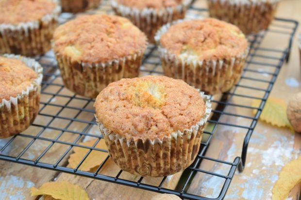 Orzechowe muffinki z gruszką i płatkami owsianymi