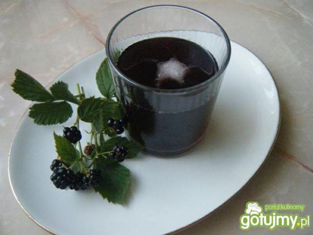 Orzeżwiający napój z jeżyn