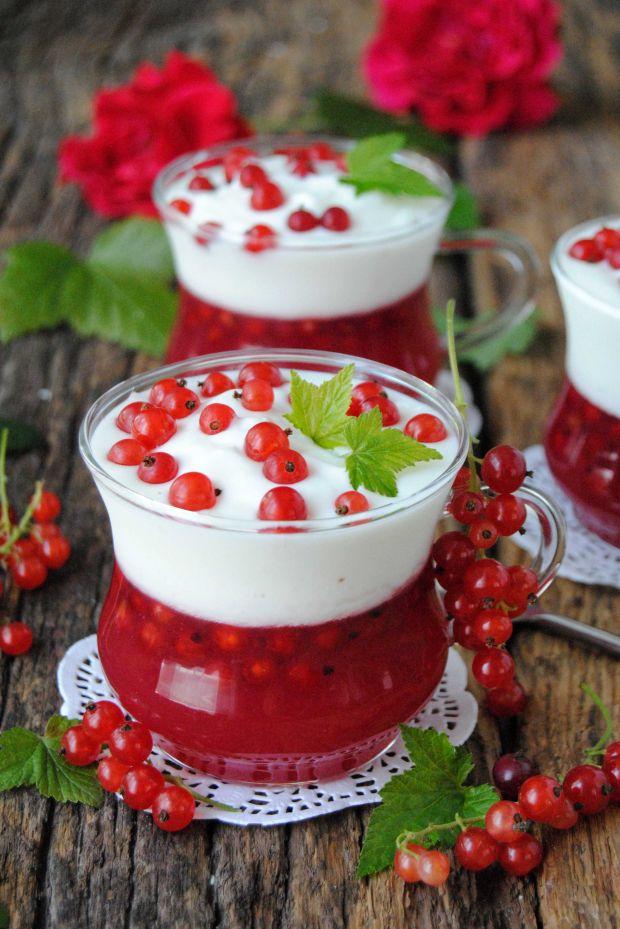 Orzeźwiający porzeczkowo – jogurtowy deser