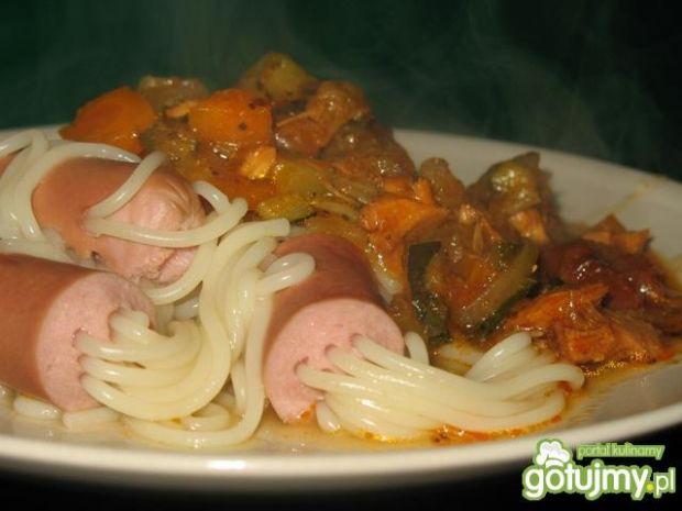 Ośmiorniczki spaghetti z sosem warzywnym