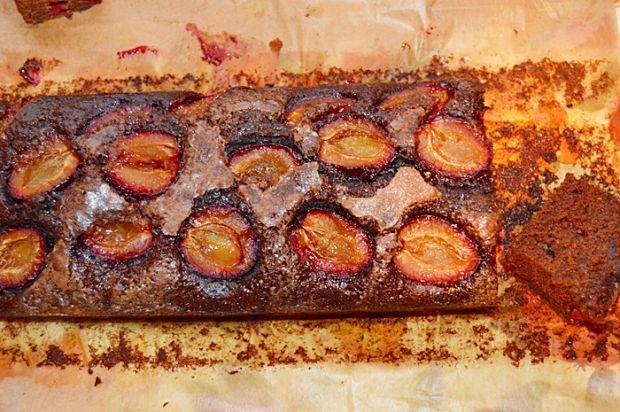 Oszczędne ciasto ze śliwkami
