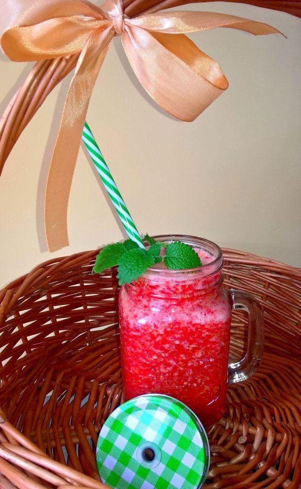 Owocowe smoothie na wodzie kokosowej