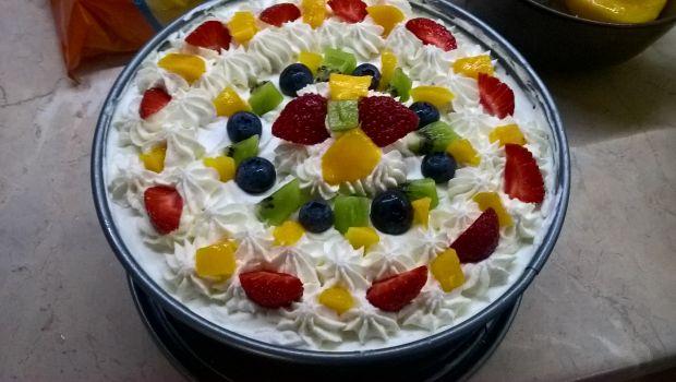 Owocowy tort bez pieczenia