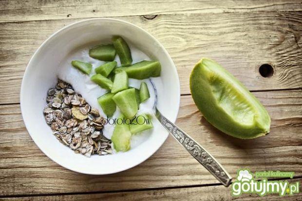 Owsianka bez gotowania z melonem