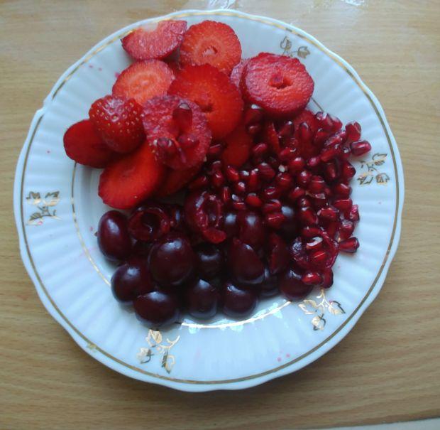 Owsianka z truskawkami, wiśniami i granatem