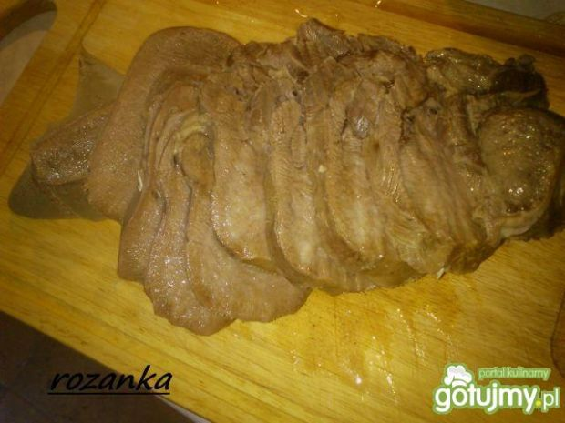 Ozorek wołowy w sosie chrzanowym