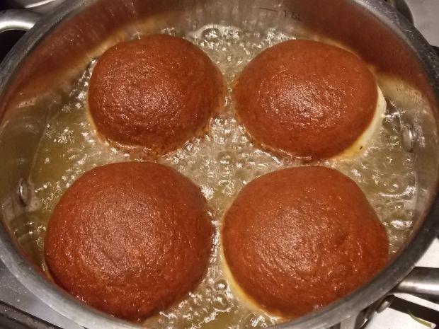 Pączki z ciasta drożdżowego parzonego smażone
