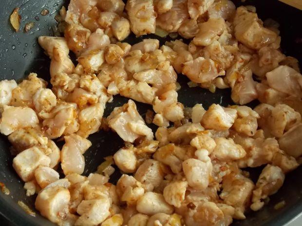 Paczuszki z kurczakiem i pieczarkami