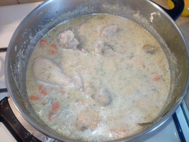 Pałeczki kurczaka w sosie śmietanowo-serowym