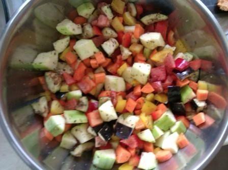 Pałeczki z kurczaka zapiekane w warzywach