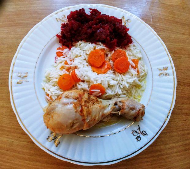 Pałki kurczaka duszone z marchewką