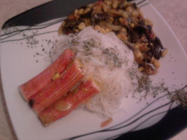 Paluszki surimi w sosie warzywnym