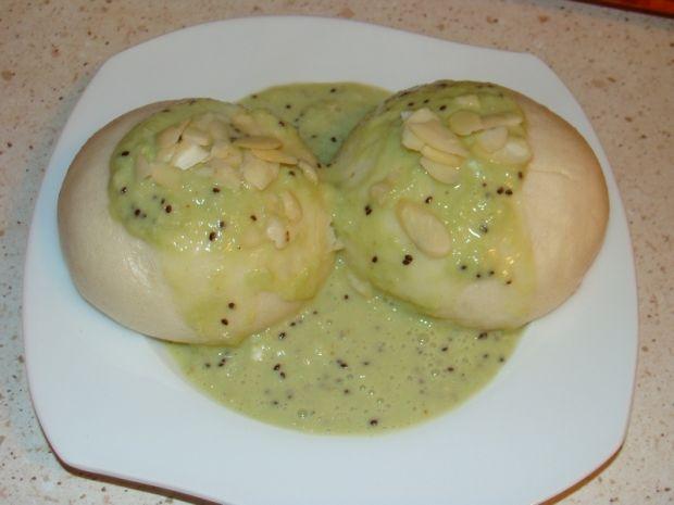 Pampuchy na parze z sosem kiwi