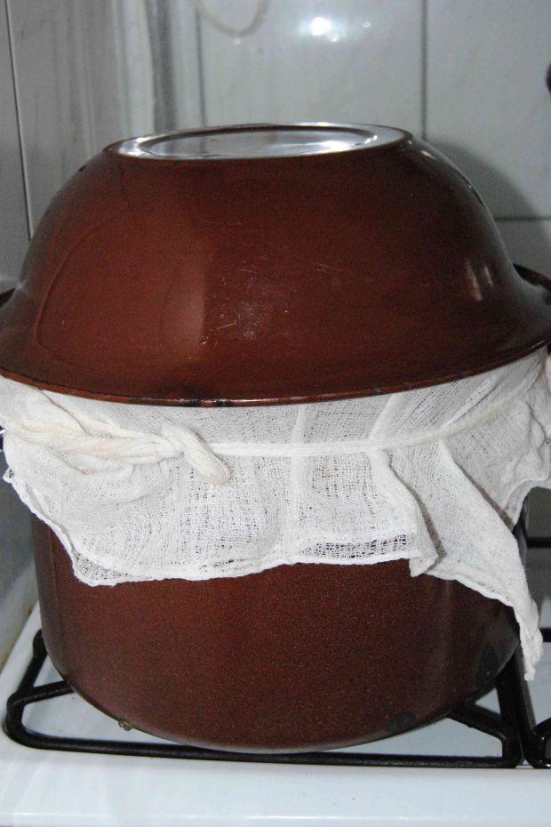 Pampuchy z borówkowym sosem