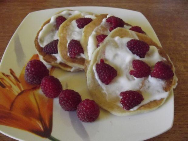 Pancakes jogurtowe z malinami