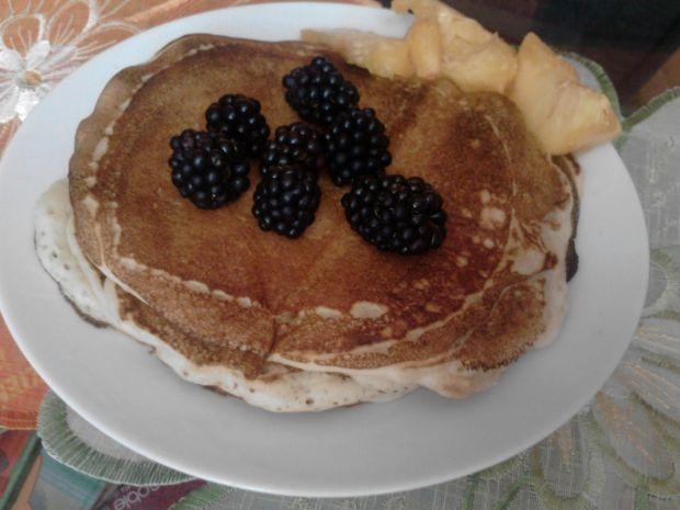 Pancakes z brzoskwiniami