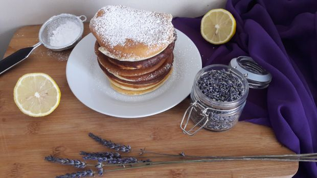 Pancakes z cytryną i lawendą