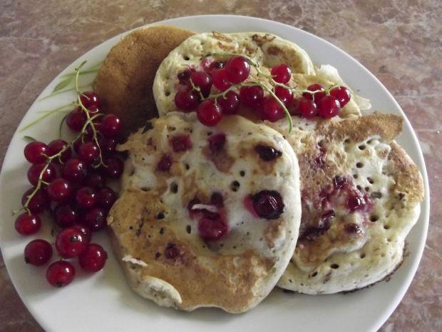 Pancakes z czerwoną porzeczką