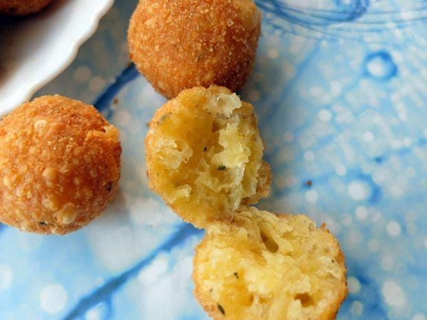 Panierowane kulki z żółtego sera