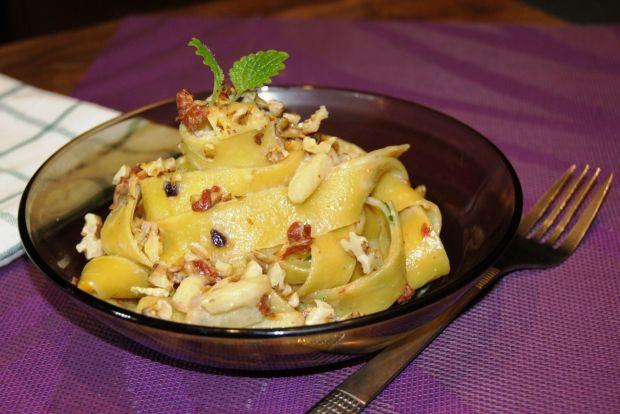 Papardele z sosem gorgonzola z karmelizowanym jabł