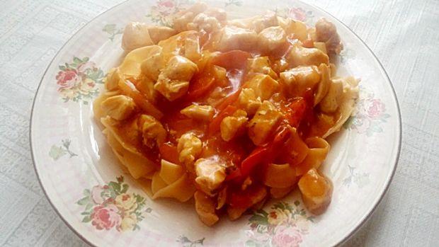 Pappardelle z kurczakiem i sosem słodko - kwaśnym