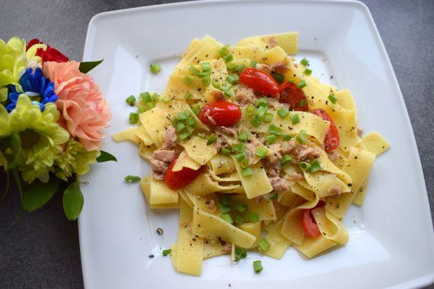 Pappardelle z tuńczykiem, gorgonzolą i pomidorkami