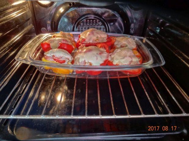 Papryka faszerowana kaszą i pomidorkami