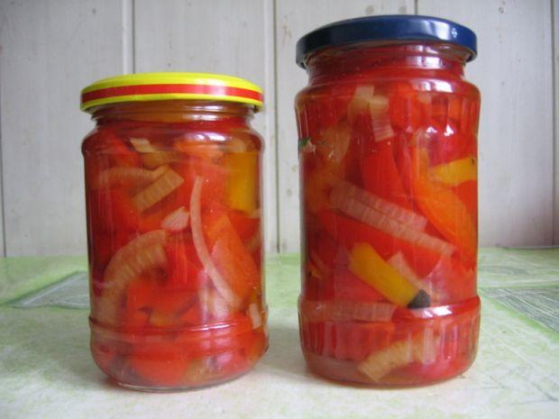 Papryka marynowana z miodem i cebulą