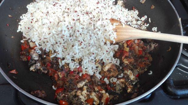 Papryka nadziewana komosą ryżową z pieczarkami