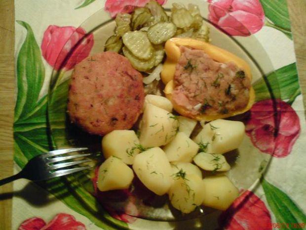 Papryka z mięsem mielonym i pieczarkami