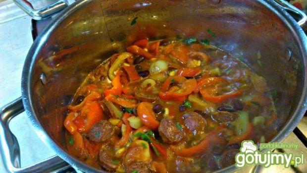 Paprykowa potrawka z chorizo