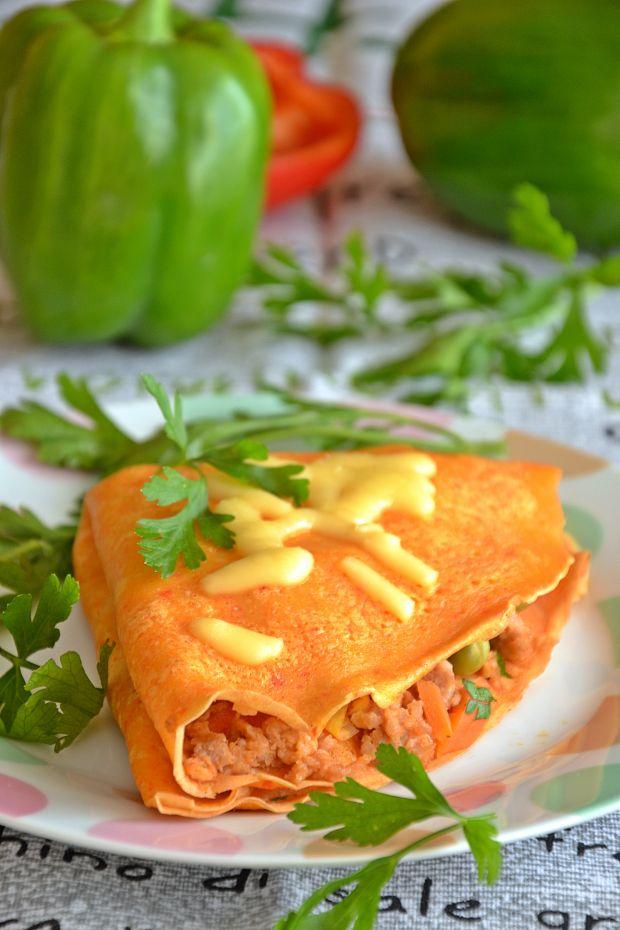 Paprykowe naleśniki z mięsno-warzywnym nadzieniem