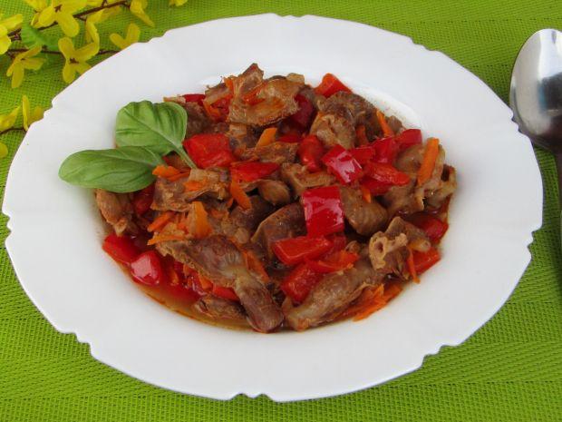 Paprykowy gulasz z żołądków drobiowych