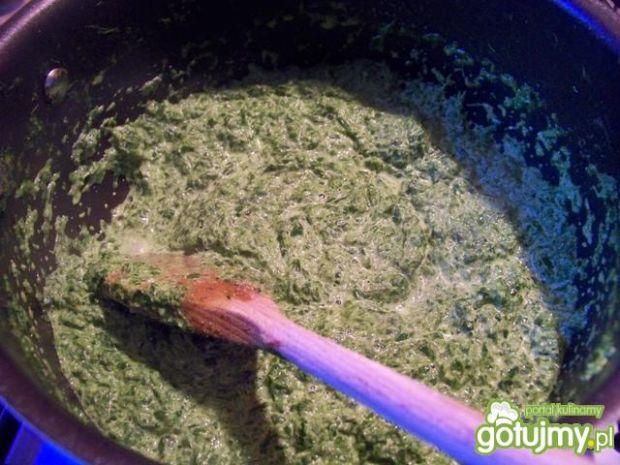 Paprykowy mintaj na szpinaku