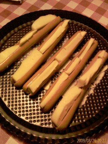 Parówki nadziewane żółtym serem