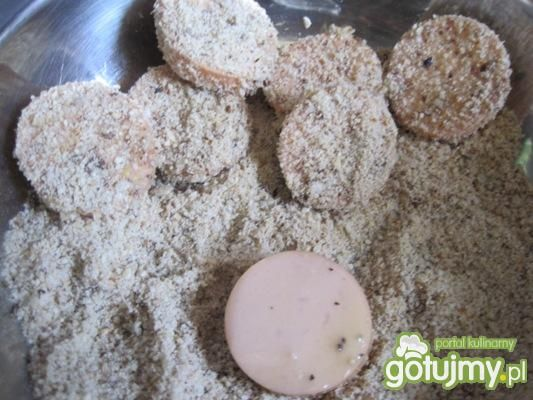 Parówki w panierce z ziaren na cukini