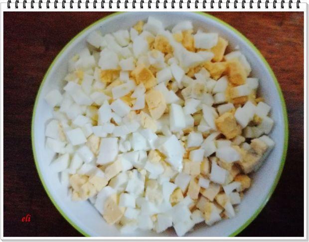 Pasta jajeczna Eli ze szczypiorkiem i papryką