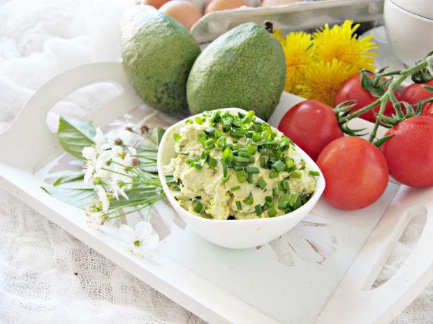 Pasta jajeczna z awokado i szczypiorku