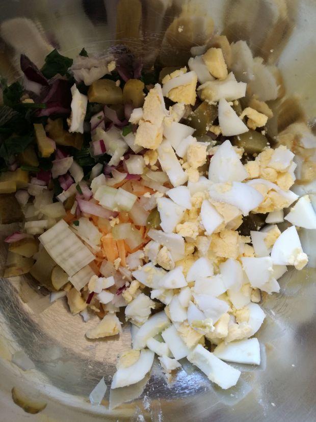 Pasta jajeczna z cheedarem oraz selerem